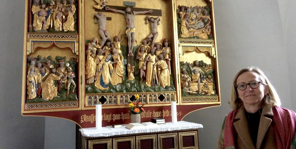 Afgået menighedsrådsformand stolt over restaureret altertavle og prædikestol i Thurø Kirke